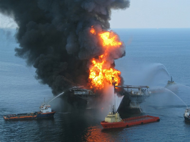 Incendio en la plataforma petrolera Deepwater Horizon
