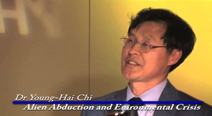 El Dr. Young-Hai Chi dictó una conferencia titulada: «Alien Abduction and the Environmental Crisis»