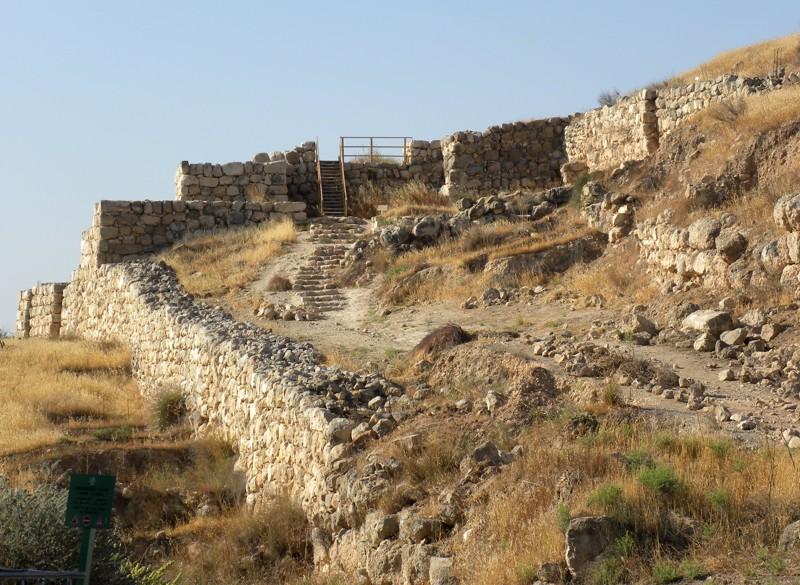 Restos de la puerta de acceso de la muralla de Laquis durante la Edad de Hierro