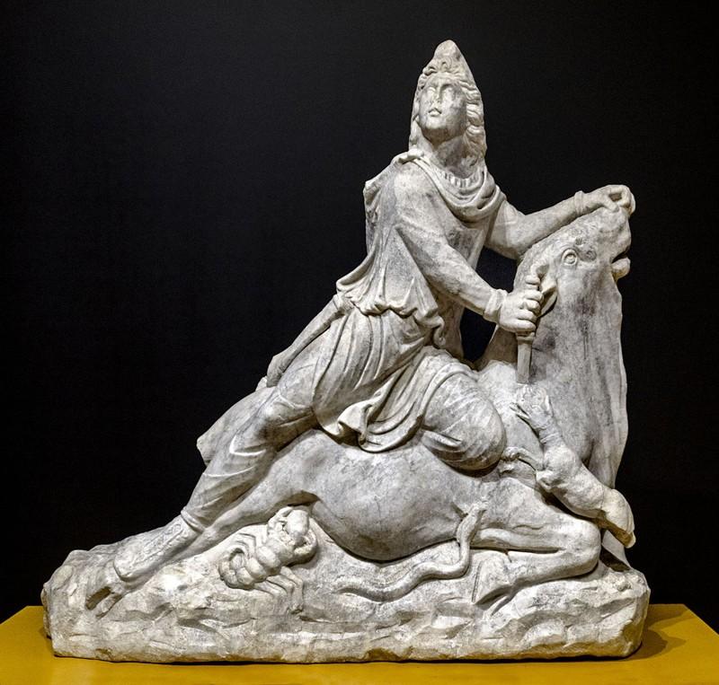 El Mitra de Cabra es la única escultura de bulto redondo mitraica encontrada en la península ibérica