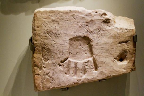 Inscripción funeraria en Khirbet el-Qom: «Bendito sea Uriyahu por Yahvé y por su Asherah. De sus enemigos que lo salvó»