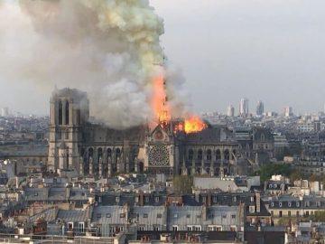 Catedral de Notre Dame en París en llamas... voraz incendio destruye el emblemático monumento