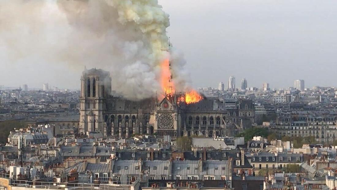 Catedral de Notre Dame en París en llamas… voraz incendio destruye el emblemático monumento