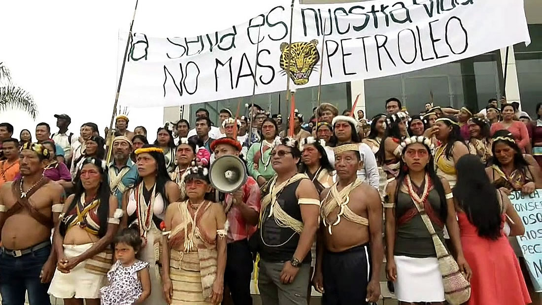Indígenas de Ecuador de la tribu Waorani buscan librar su territorio de petroleras