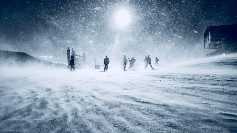 Crean un dispositivo que genera electricidad a partir de las nevadas