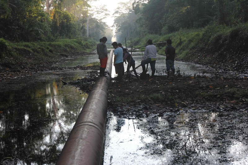 Derrame de petróleo en la selva peruana