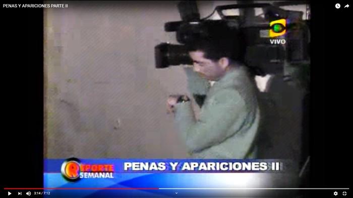 Camarógrafo presenciando el misterioso ruido en la pared