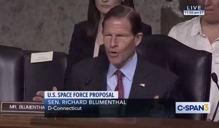 «El pueblo americano realmente no tiene idea sobre la inmensidad de la amenaza en el espacio», declara un senador de EE.UU.