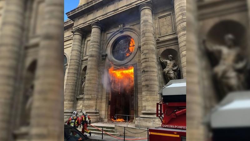 Incendio intencional en la Iglesia de Saint-Sulpice
