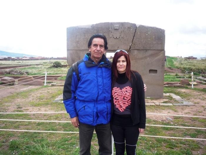 Junto a Antonio Portugal Alvizuri, en mi visita a Tiahuanaco, Bolivia, 2012