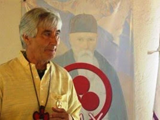 José Argüelles, padre de la Convergencia Armónica de 1987, poco antes de su fallecimiento, recibiendo la medalla Roerich, 2010