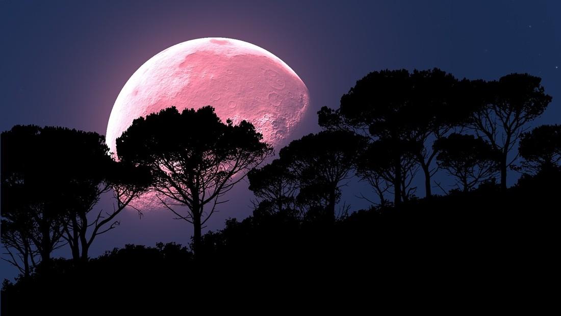 Luna rosa alumbrará los cielos este 19 de abril