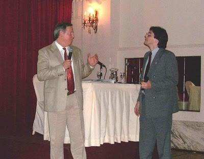 Steve Currey, junto a Marcelo Martorelli, durante una conferencia brindada en Buenos Aires, para hablar de la expedición. Cortesía, Marcelo Martorelli