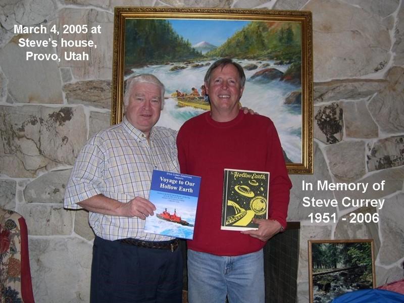 Aquí Steve Currey sosteniendo en su mano,clásico de Raymond Bernand, La Tierra Hueca, libro que lo inspirara en su posterior búsqueda intraterrena