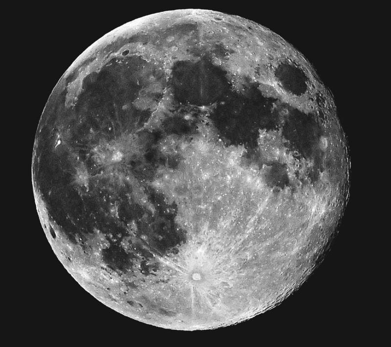 Una científica podría revelar la estructura interna de la Luna mediante su temperatura interna
