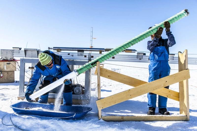 Extracción del núcleo de hielo cerca de la estación Concordia