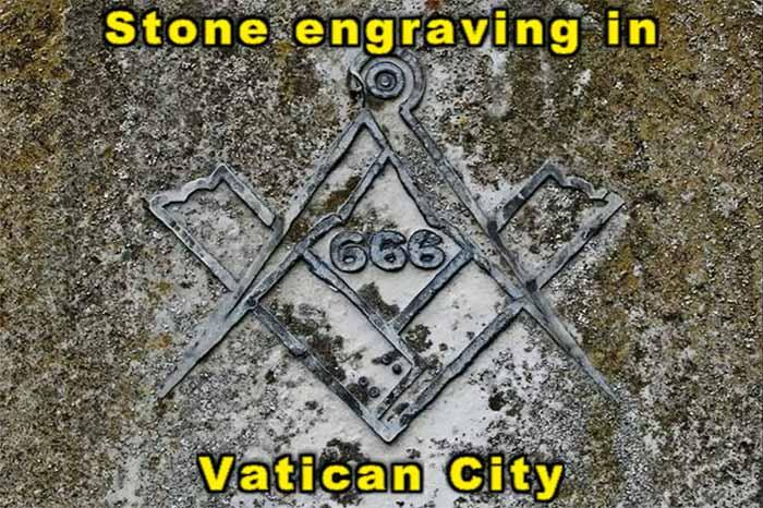 ¡E incluye la escuadra y el compás de los masones!