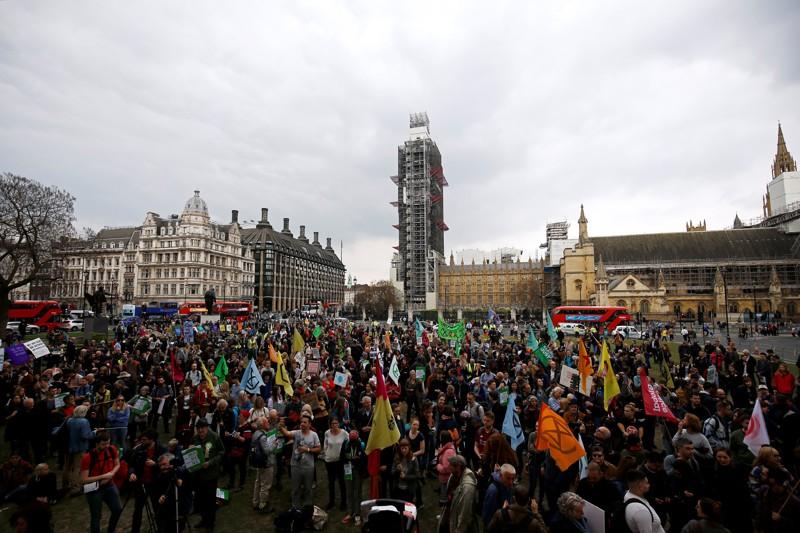 Activistas del cambio climático de la protesta de Extinction Rebellion en la Plaza del Parlamento en Londres, Gran Bretaña, 1 de mayo de 2019
