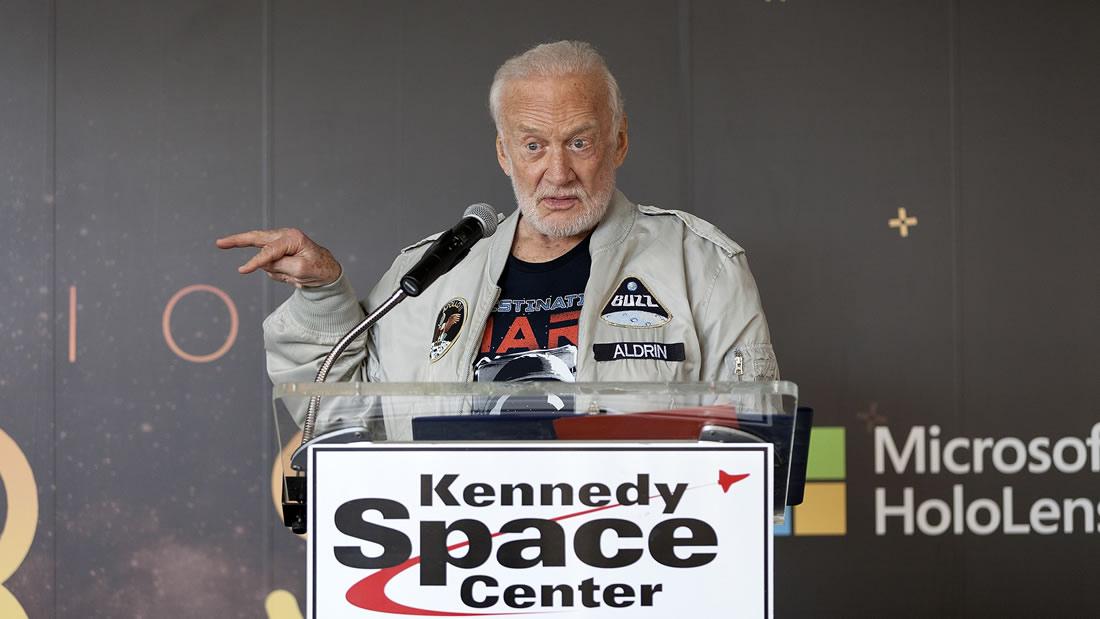 Buzz Aldrin dice que debemos migrar a Marte cuanto antes