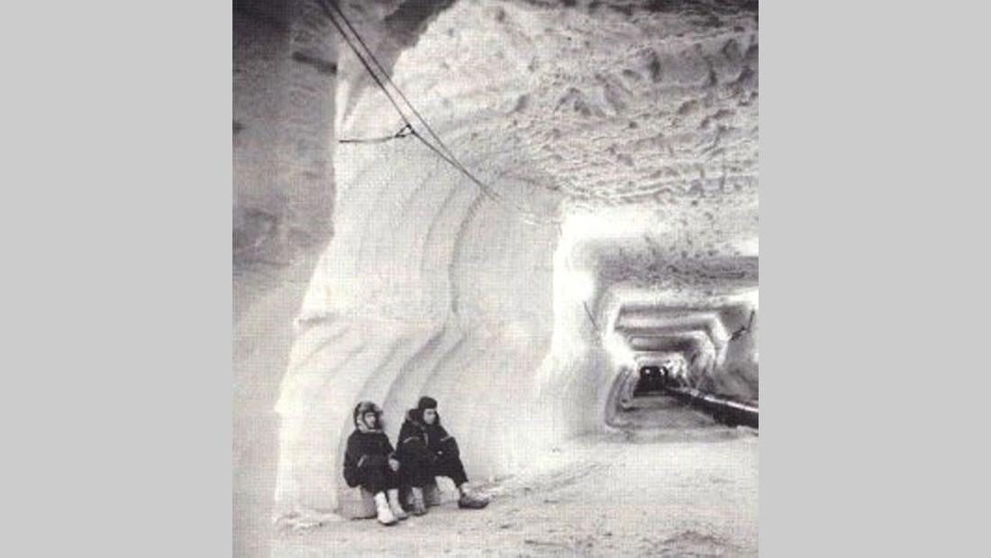 Fotograma de un supuesto túnel subterráneo, base de Nueva Suabia, construido en la Antártida por los alemanes, durante la segunda guerra mundial