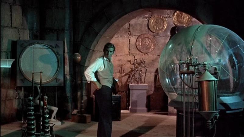 Fotograma de la Máquina del Tiempo, 1960, donde se evidencia la existencia de tecnología olvidada