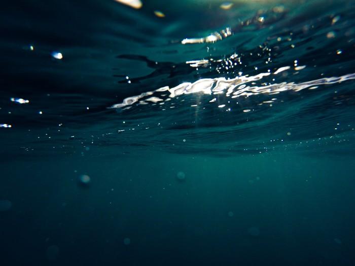 Científicos logran generar energía eléctrica del agua de mar