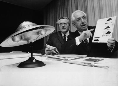 Colman Von Keviczky centro, proponiendo el mundo apoye iniciativa para recibir visitantes espaciales. Conferencia en Magnucia, Alemania, 1967, luego de salirse de la ONU