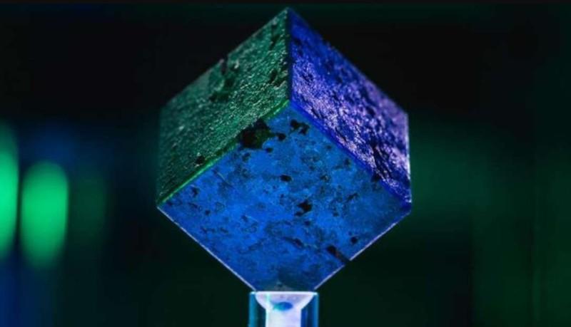 Uno de los 664 cubos de uranio del fallido reactor nuclear que los científicos alemanes intentaron construir durante la Segunda Guerra Mundial