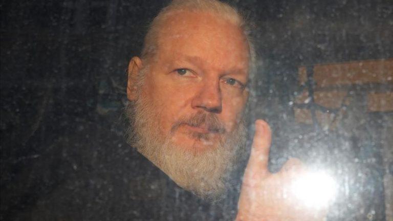Denuncian que Julian Assange está siendo lobotomizado químicamente y torturado con drogas alucinógenas