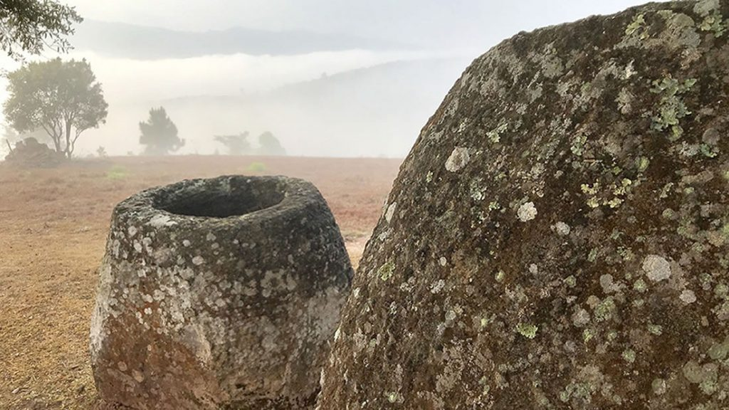 Jarrones megalíticos de arenisca en la provincia de Xiengkhouang, Laos