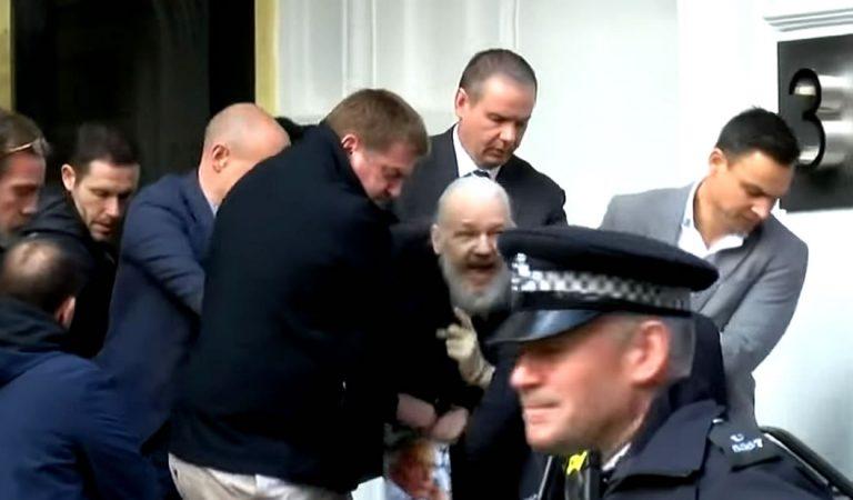 Imponen nuevos y extremos cargos criminales contra Julian Assange