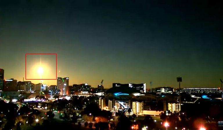 Meteorito cae en Australia y convierte la noche en día por unos segundos