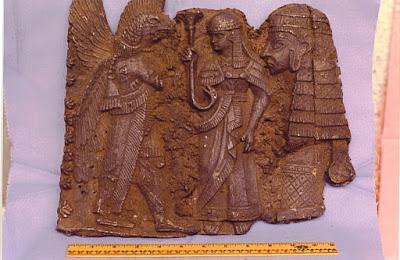 Tríptico de la desparecida colección Crespi, donde se observa presencia oriental dentro del grabado