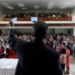 Recnocido biólogo dice que la religión debe ser eliminada por el bien del progreso humano