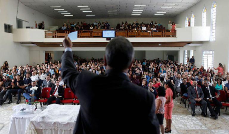 Reconocido biólogo dice que la religión debe ser eliminada por el bien del progreso humano