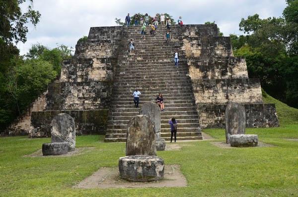 Pirámide en la ciudad de Copán, Honduras