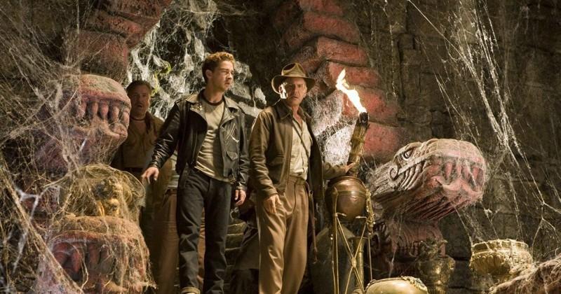 Fotograma de Indiana Jones, y el Reino de la Calavera de Cristal, uno de los peores films de la saga, transmutando Akakor, por obra y magia de su director Steven Spielberg, en Akator. ¿Negando derechos de autoría? ¡Hollywood todo lo puede!