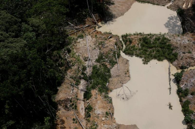 Lamentables escenas en la selva de Brasil causadas por la explotación minera. Esto podría ocurrir a mayor escala si se llega a depredar la Amazonía de Brasil en conjunto con Japón