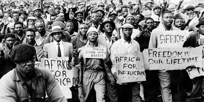 Una fotografía que retrata una protesta contra el Apartheid sufrido en África