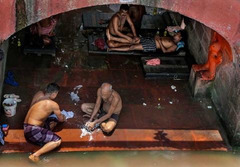 La ola de calor ha cobrado varias víctimas en Kuwai y en la India