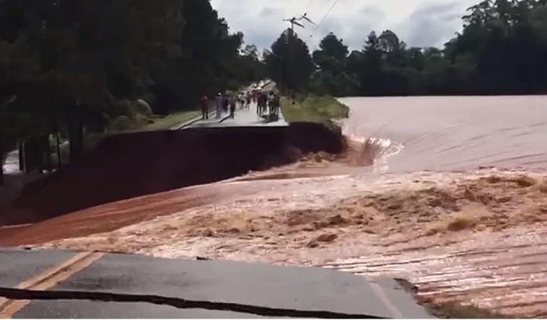 Colapsa represa de Iguazú causando fallas eléctricas e inundaciones en varios países