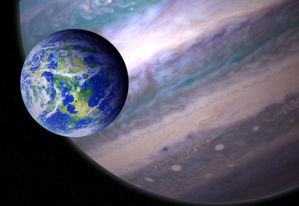 Representación artística de una exoluna potencialmente habitable que orbita un planeta gigante en un sistema solar distante