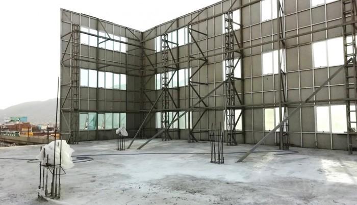 La Universidad Privada Telesup levantó una falsa pared que simulaba un edificio de 7 pisos en su local de la avenida Próceres, en San Juan de Lurigancho, Lima, Perú