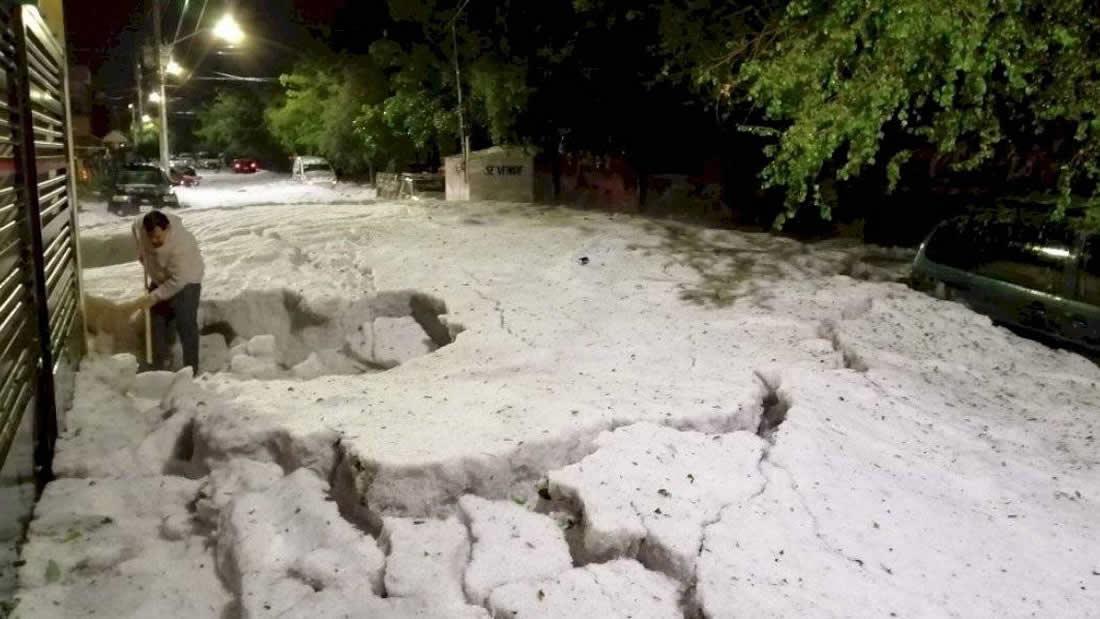 Granizo cubre Guadalajara (México) con una gruesa capa de hielo