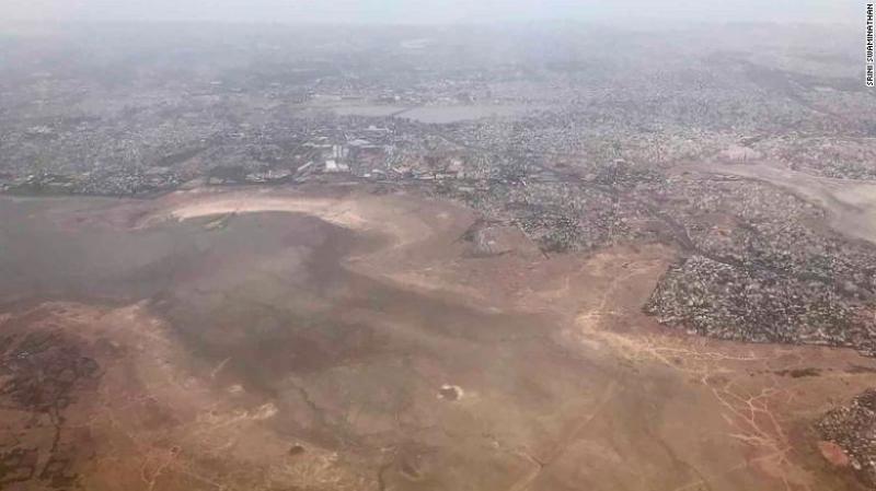 Srini Swaminathan, quien tomó esta fotografía de la presa de Chembarambakkam desde un avión, le dijo a CNN: «He vivido aquí desde 1992 y nunca había visto nada como esto».