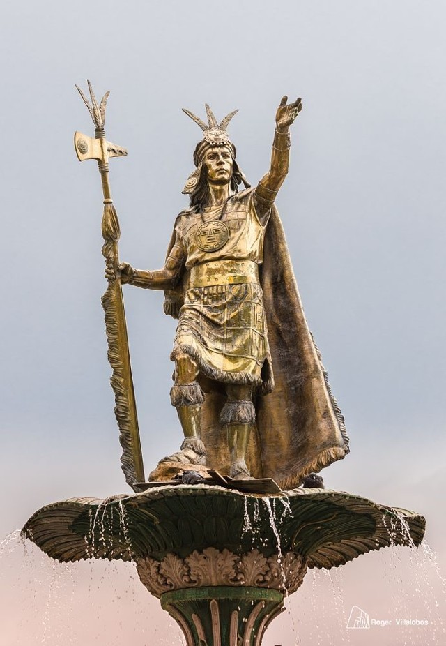 Estatua del legendario emperador inca, Pachacuti Yupanqui