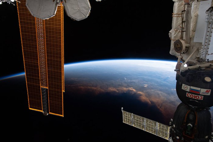 Impresionante foto de la órbita revela donde el día se convierte en noche en el planeta Tierra