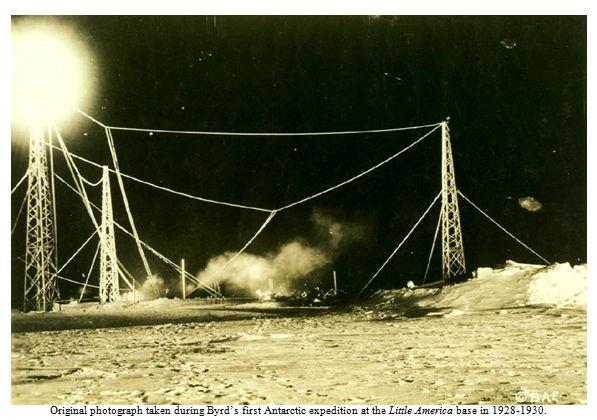 Supuesta fotografía registrando ovnis, durante una de las expediciones de Byrd, década del 30'