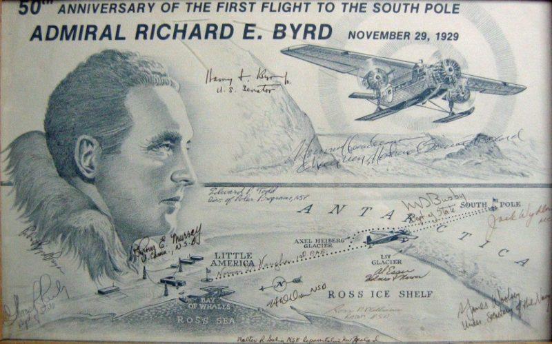 Póster conmemorativo promocionado en 1979, el cincuenta aniversario de su vuelo al Polo Sur, 1929