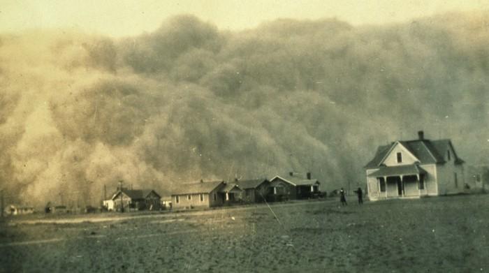 Una tormenta de polvo en abril de 1935 a punto de llegar a Stratford, Texas, un día muy malo